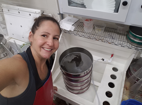 Stephanie Tobash Alexander working in her lab at Horn Point Hatchery